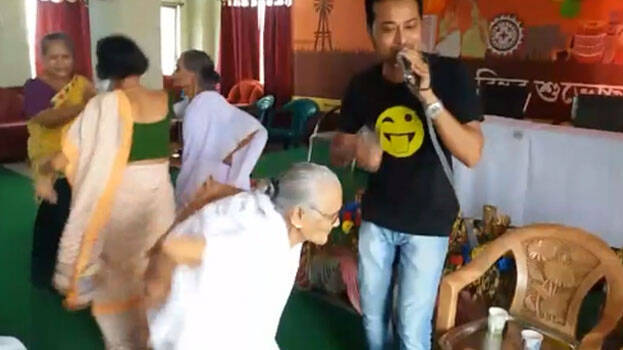 Dance of grannies has gone viral on social media - INDIA